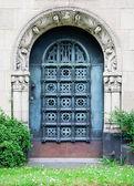 Schwere Tür — Stockfoto