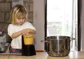 Child cooking — Stock fotografie
