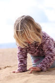 Girl writing in the sand — Stock Photo
