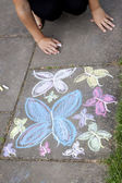 Chalk drawing of butterflies on sidewalk — 图库照片