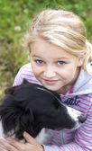 девушка с собакой — Стоковое фото