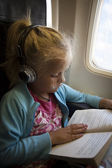 Child in airplane — 图库照片