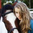 Foto Stock: Teenager and icelandic horse