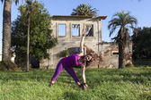 Weibliche yoga — Stockfoto