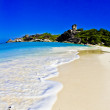 Honeymoon Bay on island no. 7 in the Similan Islands. The bay is visited by liveaboard dive boats on scuba diving safaris from Phuket and Khao Lak, Thailand. — Stock Photo