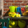 Dishes of food on the table in front of a brick wall — Foto Stock