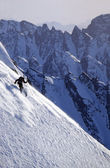Man skiing a steep slope in Alaska's Chugach Mountains during a heli-ski trip — Stok fotoğraf