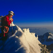 Climber looking over the top of mountain — Stock Photo