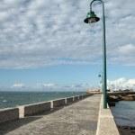 Malecón, camino del castillo de San Sebastián, Cádiz — Stock Photo