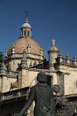 Jerez Cathedral and monument to a famous winemaker — Stock Photo