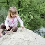Girl plays in sandbox — Stock Photo