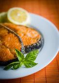 Darnes de saumon grillées — Photo