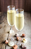 Two glasses of champagne with candies — Stock Photo