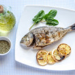 Grilled dorada fish with lemon and spinach — Stock Photo #39721001