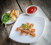 Krewetki z sosem — Zdjęcie stockowe