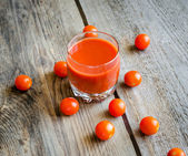 Tomato juice with cherry tomatoes — Stockfoto