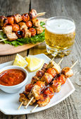 Grilled chicken skewers with cherry tomatoes — Stock Photo