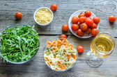 Tricolore farfalle with arugula, parmesan and cherry tomatoes — Stock Photo