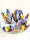 Bowl of mussels on the wooden table — ストック写真