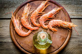 Shrimps on the wooden board — Foto Stock
