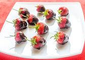 Fresh strawberries covered with dark chocolate — Stockfoto