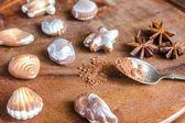 Bonbons de chocolat de luxe sous forme de fruits de mer — Photo