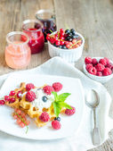 Belgian waffles with whipped cream and fresh berries — Zdjęcie stockowe