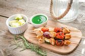 Grilled chicken skewers with zucchini and cherry tomatoes — Stock Photo