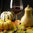 Pumpkins and autumn leaves — Stockfoto