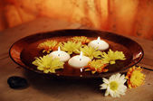 Aroma Bowl With Candles And Flowers — Stock Photo