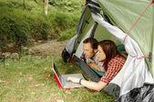 Camping och surfing — Stockfoto