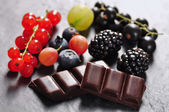 Fruits and chocolate — Photo