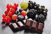 Obst und schokolade — Stockfoto