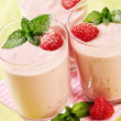 Yoghurt  quark razberry dessert — Stock Photo