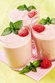 Yoghurt quark razberry dessert — Stock Photo