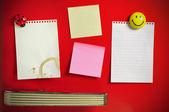 Blank note on fifties fridge door, copyspace for message — Stock Photo