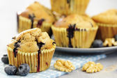 Deliziosi muffin mirtillo, oatsmeal e latticello — Foto Stock