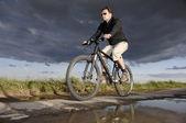 Man Riding A Mountain Bike — Stock Photo
