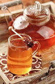 Black tea on a tablet — Stockfoto