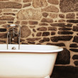 Vintage Bathroom With Oldfashioned Clawfoot Bathtub — Стоковая фотография