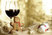 Two glasses of Red Wine, Gingerbread Man and Christmas Ornaments — Stock Photo