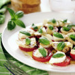 Fresh caprese salad with delicious tomatos, mozzarella and basil — Stock fotografie