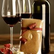 Red wine, christmas baubel and gingerbread — Stock Photo