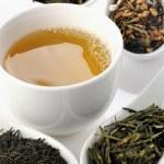 farklı türde yeşil çay ve Kupası — Stok fotoğraf