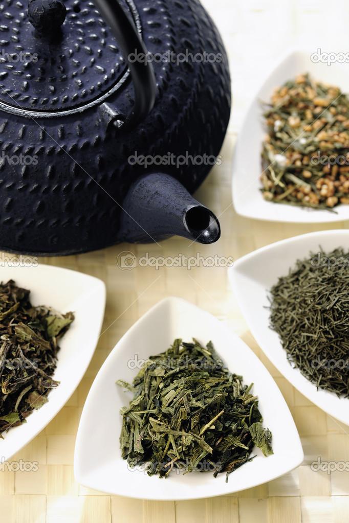 Teiera giapponese e diversi tipi di t verde foto stock - Diversi tipi di trecce ...