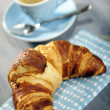 Espresso and croissant breakfast — Stock Photo