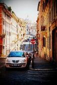 солнечные улицы рима с видом на собор — Стоковое фото