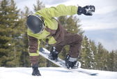 Snowboarder feint before descending the mountain at the ski resort of Bansko in Bulgaria — Stock Photo