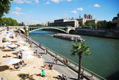 Quay of the river Seine in central Paris in the summer — Foto Stock