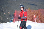 Athlete skier posing on mountain resort of Bansko in Bulgaria on a sunny winter day. — Стоковое фото